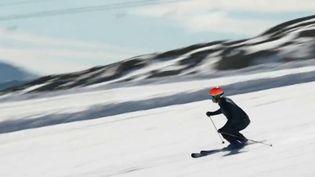 Les stations de skis sortent d'une année noire. Les professionnels du secteur croisent aujourd'hui les doigts, même si les indicateurs sontau vert. À Tignes, la saison a déjà débuté. (Capture d'ecran France 2)