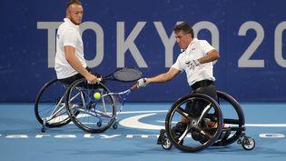 Nicolas Peifer et Stéphane Houdet disputent leur quart de finale à Tokyo. (France Paralympique)