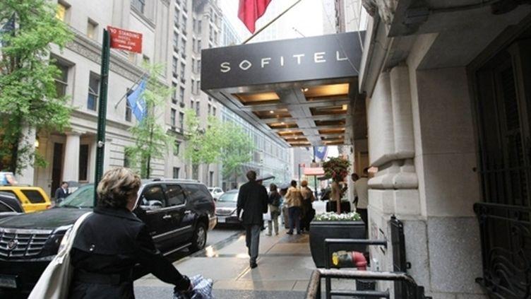 Vue de l'hôtel Sofitel à New York où une femme de chambre dit avoir été agressée sexuellement par le patron du FMI. (AFP - Monika Graff)