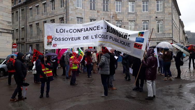 Des enseignants manifestent contre la politique de leur ministre Jean-Michel Blanquer, le 4 avril 2019 à Besançon (Doubs) (ANNE FAUVARQUE / FRANCE BLEU BESANÇON / RADIO FRANCE)