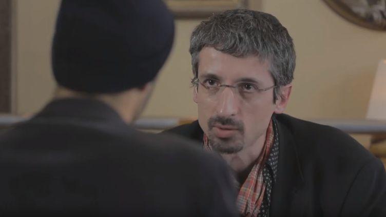 """Jean-Marc Manach, rédacteur en chef de l'émission """"Le Vinvinteur"""", sur France 5, lors d'une émission en 2013 avec """"Pascal Méric"""". (LE VINVINTEUR / YOUTUBE)"""