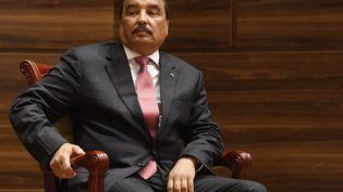 Mohamed Ould Abdel Aziz lors d'une de ses dernières apparitions publiques. C'était le 1er août 2019 à Nouakchott, en Mauritanie, lors de la cérémonie d'investiture de son successeurMohamed Ould Cheikh El Ghazouani. (SEYLLOU / AFP)