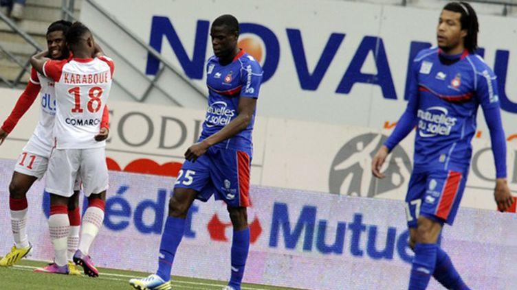Bakar félicité par Karaboue (JEAN-CHRISTOPHE VERHAEGEN / AFP)