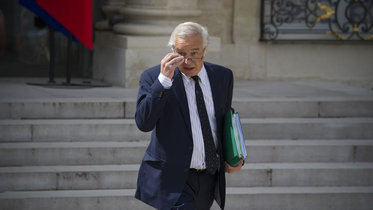Le ministre du Travail, François Rebsamen, le 23 avril 2014, dans la cour de l'Elysée. (ZACHARIE SCHEURER / NURPHOTO / AFP)