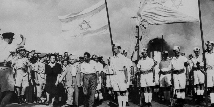 Cérémonie militaire israélienne en juin 1948 (avec Ben Gourion) (AFP)