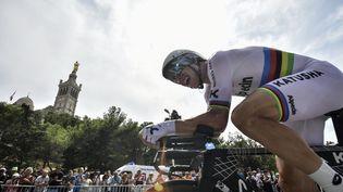 Tony Martin participe au contre-la-montre de la 20e étape du Tour de France, le 22 juillet 2017, à Marseille (Bouches-du-Rhône). (JEFF PACHOUD / AFP)