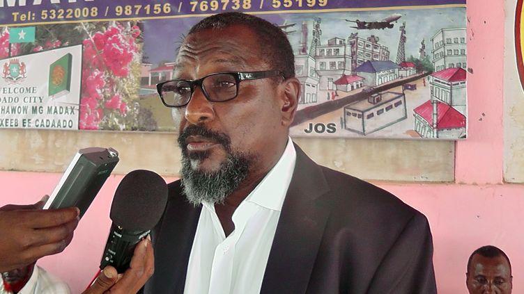 "Le pirate somalien Mohamed Abdi Hassan, alias ""Afweyne"", le 9 janvier 2013 en Somalie. (ABDI HUSSEIN / AFP)"