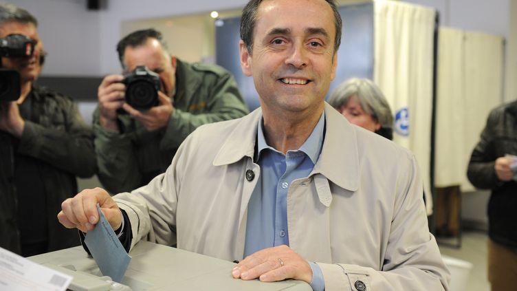 Le candidat soutenu par le FN, Robert Ménard, le 23 mars 2014 à Béziers (Hérault). (SYLVAIN THOMAS / AFP)
