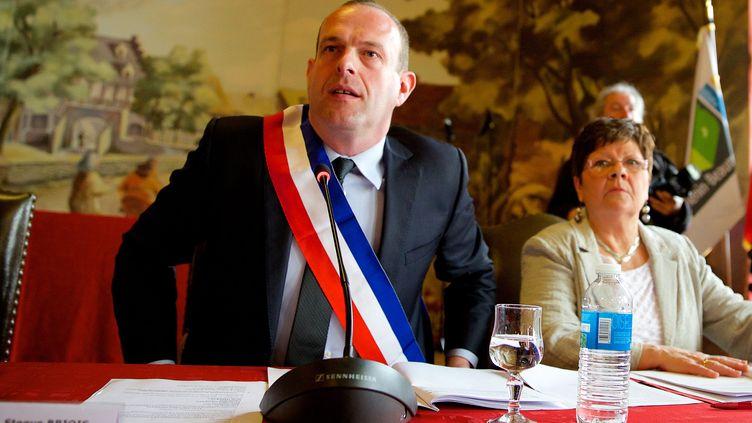 Le maire FN Steeve Briois lors du premier conseil municipal de la nouvelle mandature à Hénin-Beaumont (Pas-de-Calais), le 30 mars 2014. (MAXPPP)