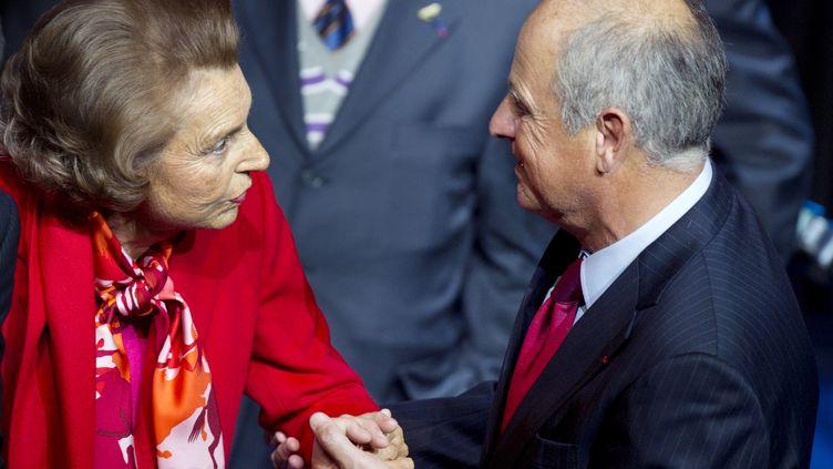 Liliane Bettencourt et Patrice de Maistre lors d'une cérémonie à Paris, le 18 octobre 2010. (FRED DUFOUR / AFP)