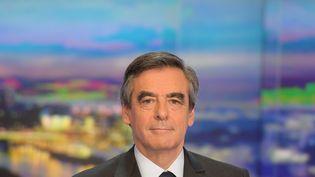 Le candidat à la primaire à droite François Fillon sur le plateau de TF1, le 21 novembre 2016. (CHRISTOPHE ARCHAMBAULT / AFP)