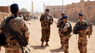 Des soldats français patrouillent à Kidal, dans le nord du Mali, dans le cadre de l'opérationBarkhane, le 25 octobre 2016. (AFP)