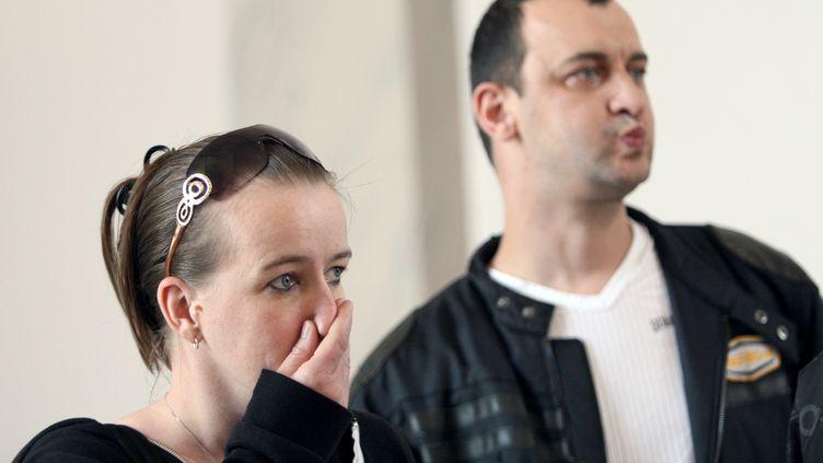 Sandrine et Franck Lavier au tribunal correctionnel de Boulogne-sur-Mer (Pas-de-Calais), le 7 juillet 2011. (BENJAMIN POTDEVIN / AFP)