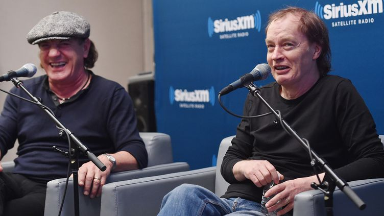 Brian Johnson et Angus Young, d'AC/DC, le 17 novembre 2014 à New York  (Mike Coppola / Getty Images / AFP)