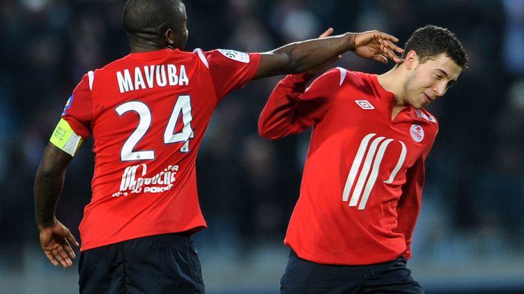 Rio Mavuba et Eden Hazard lors de leur passage à Lille. (DENIS CHARLET / AFP)