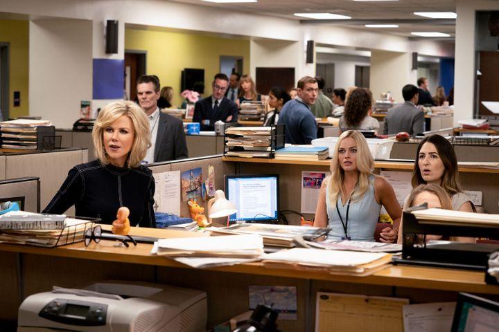 "Nicole Kidman et Margot Robbie dans ""Scandale"" de Jay Roach. (HILARY B GAYLE SMPSP / Metropoliatn FilmExpôrt)"