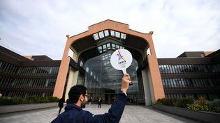 L'entrée de la Cité du cinéma, à Saint-Denis (Seine-Saint-Denis), le 15 mai 2017, non loin de l'endroit où le village olympique pourrait être construit en cas de victoire de la candidature de Paris à l'organisation des JO. (FRANCK FIFE / AFP)
