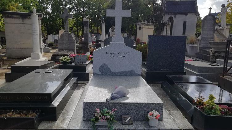 La tombe de Jacques Chirac au cimetière du Montparnasse à Paris. (MAÏWENN BORDRON / FRANCEINFO/ RADIODRANCE)