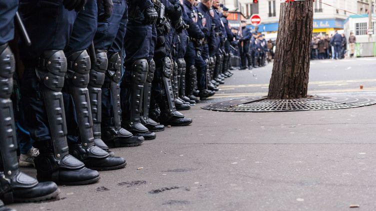 Des policiers déployés à Paris lors de la marche républicaine, le 11 janvier 2015. (AURÉLIEN MORISSARD / CITIZENSIDE.COM / AFP)