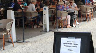 Pass sanitaire en terrasse dans ce café d'Albi (Tarn) (MANON KLEIN / RADIO FRANCE)