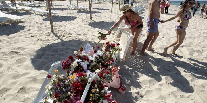Un parterre de fleur sur la plage de l'hotel Marhabada après l'attaque de Sousse, le 27 juin 2015.  (REUTERS/Zoubeir Souissi)