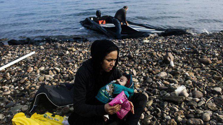 Arrivée de migrants sur l'île de Lesbos en Grèce (19 octobre 2015). Loin de décroître, les arrivées de migrants ne cessent d'augmenter en Grèce. (DIMITAR DILKOFF / AFP)