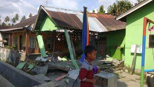 Une maison effondrée après un séisme de magnitude 7,5 à Dongalla, dans le centre des îles Célèbes, le 28 septembre 2018. (HANDOUT / BNPB)