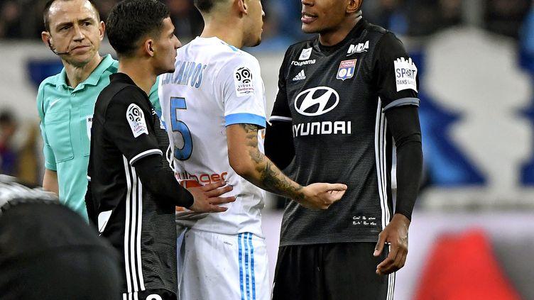 Des accrochages ont éclaté entre les joueurs de l'OM et de l'OL lors d'un match à Marseille, le 18 mars 2018. (MAXPPP)