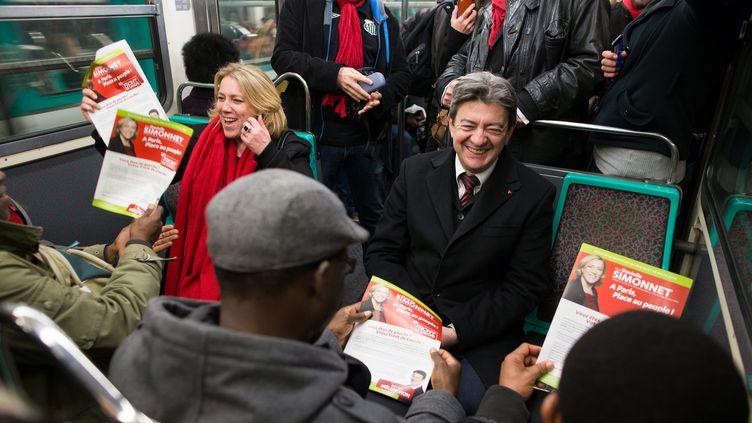 Danielle Simonnet (à gauche) et Jean-Luc Mélenchon dans le métro, le 21 mars 2014 à Paris. (MAXPPP)