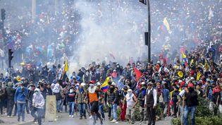 Des manifestants à Quito en Equateur, le 8 octobre. (MARTIN BERNETTI / AFP)