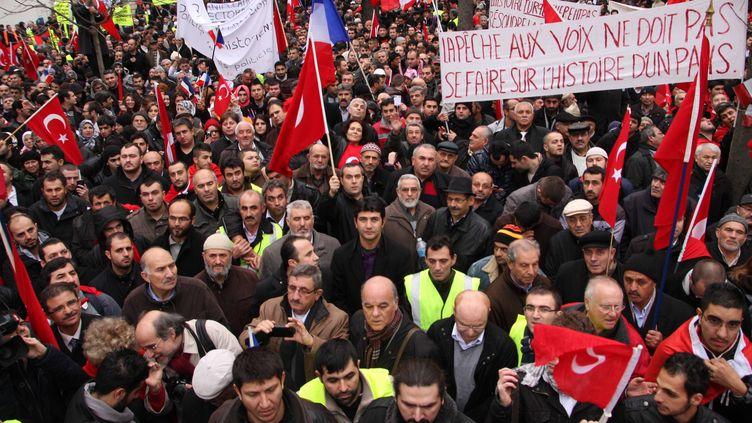 Des Français d'origine turque manifestent devant l'Assemblée nationale à Paris, le 22 décembre 2011. (SEVGI / SIPA)