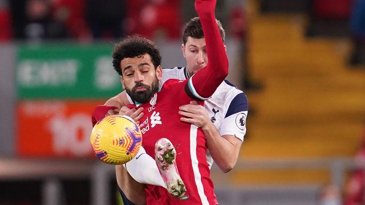 Mohamed Salah en duel avec le défenseur de Tottenham Ben Davies (JON SUPER / POOL)