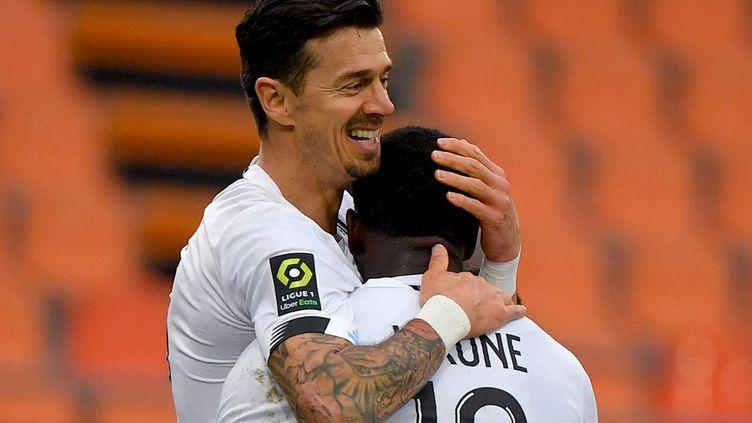 Le Portugais José Fonte, défenseur du Losc, célèbre un but contre Lorient, à Lorient (Morbihan), le 21 février 2021. (LOIC VENANCE / AFP)