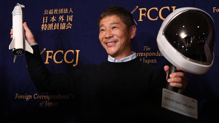 Le milliardaire japonais Yusaku Maezawa lors d'une conférence de presse, à Tokyo, le 9 octobre 2018. (TOSHIFUMI KITAMURA / AFP)