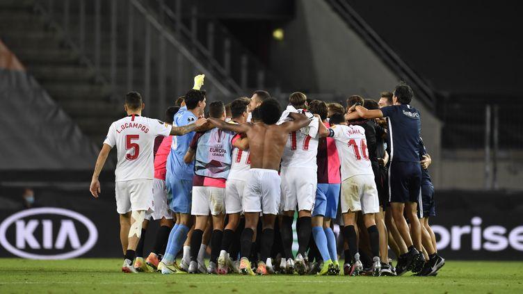 Les Sevillans fêtent leur qualification en finale de l'Europa League. (MARIUS BECKER / DPA)