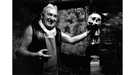 """""""Jean Settour dans sa cave"""", les Halles, 1979. (ROBERT DOISNEAU)"""