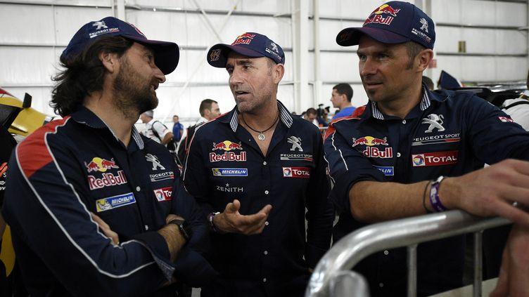 Stéphane Peterhansel et Cyril Despres refont le monde du Dakar avec David Castera (FRANCK FIFE / AFP)
