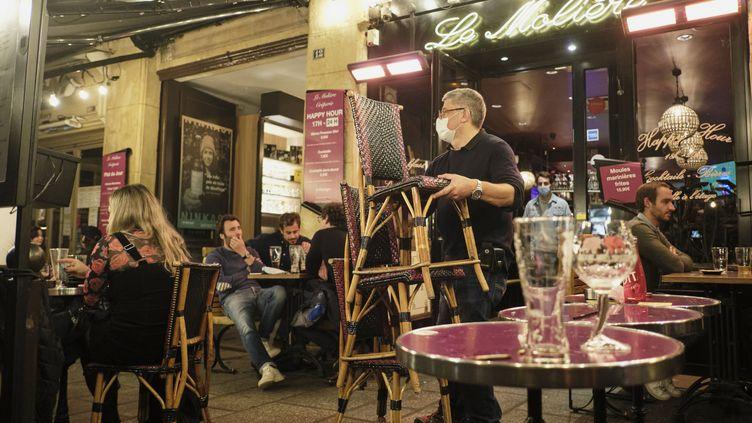 Un bar parisien, le 29 septembre 2020. (MAXPPP)