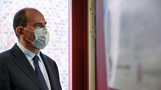 Le Premier ministre Jean Castex lors d'une visite duCentre Hospitalier Universitaire (CHU) de Lille, le 16 octobre 2020 (photo d'illustration). (DENIS CHARLET / AFP)