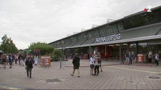 En Allemagne, des chercheurs ont décidé d'organiser un concert pour observer attentivement les 2000 spectateurs. Le concert s'est tenu samedi22 août dans l'après-midi à Leipzig. (FRANCEINFO)