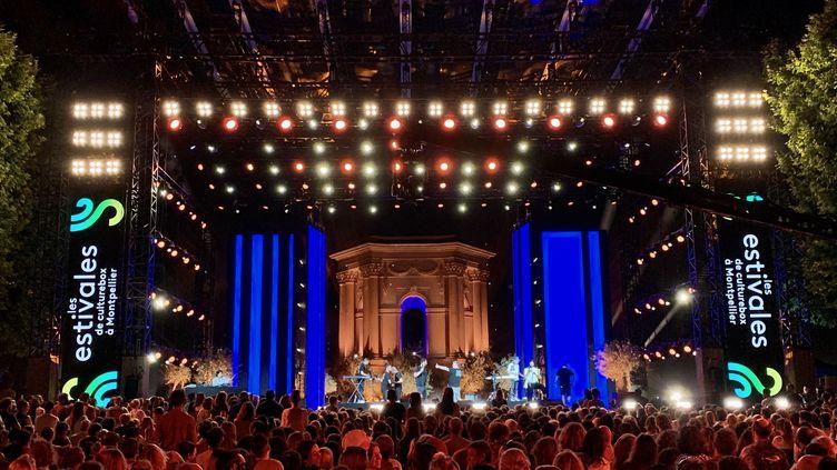 Le public retrouve le plaisir des concerts pendant les Estivales de Culturebox à Montpellier. (FRANCEINFO)