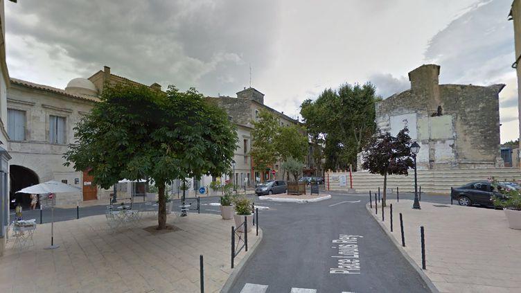 Capture d'écran de la carte Google Street View montrant le quartier du centre-ville de Lunel, où a eu lieu un coup de filet anti-jihadiste le 27 janvier 2015. (GOOGLE STREET VIEW)