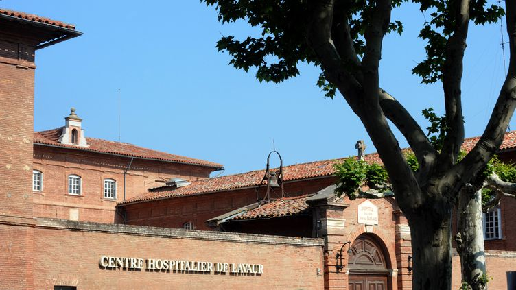 L'hôpital de Lavaur (Tarn), le 7 mai 2011. (REMY GABALDA / AFP)