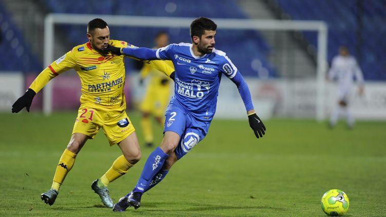 Karim Ziani au duel contre Quentin Bernard  (PASCAL PROUST / MAXPPP)