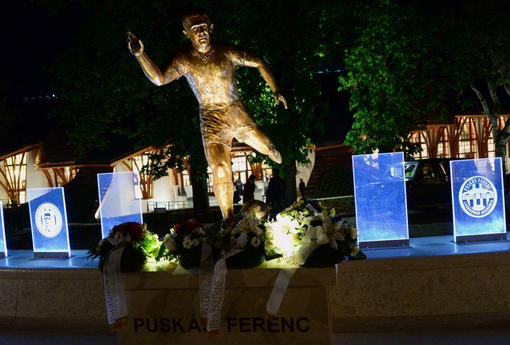 La statue de FerencPuskas, à Felcsut, inaugurée en 2014 (ATTILA KISBENEDEK / AFP)