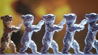 L'Ours d'Or et les quatre Ours d'Argent remis lors de la 70ème Berlinale en février 2020. (MICHAEL KAPPELER / DPA)