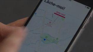 """L'application permet aux femmes de partager leur géolocalisation à leurs """"contacts de confiance"""" afin que ses derniers puissent suivre leur trajet. (France 3)"""