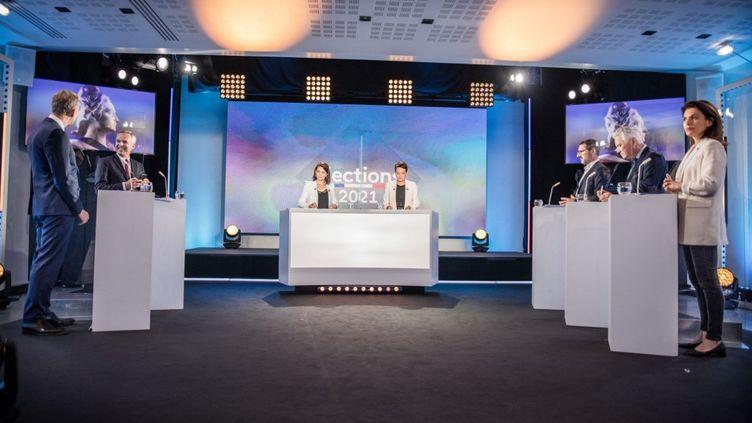 Un débat avant les élections régionales entre les différentes têtes de listese présentant dans les Pays de la Loire, le 9 juin 2021 à Nantes (Loire-Atlantique). (BAPTISTE ROMAN / HANS LUCAS / AFP)
