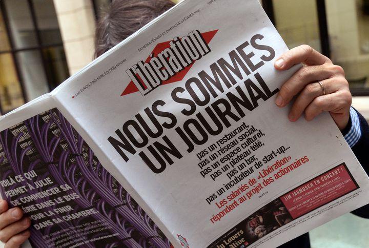 """""""Nous sommes un journal"""", revendique la rédaction de """"Libération"""" sur la une publiée le 8 février 2014. (PIERRE ANDRIEU / AFP)"""