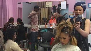 Des coiffeurs africains portent plainte pour exploitation. (CAPTURE D'ÉCRAN FRANCE 3)